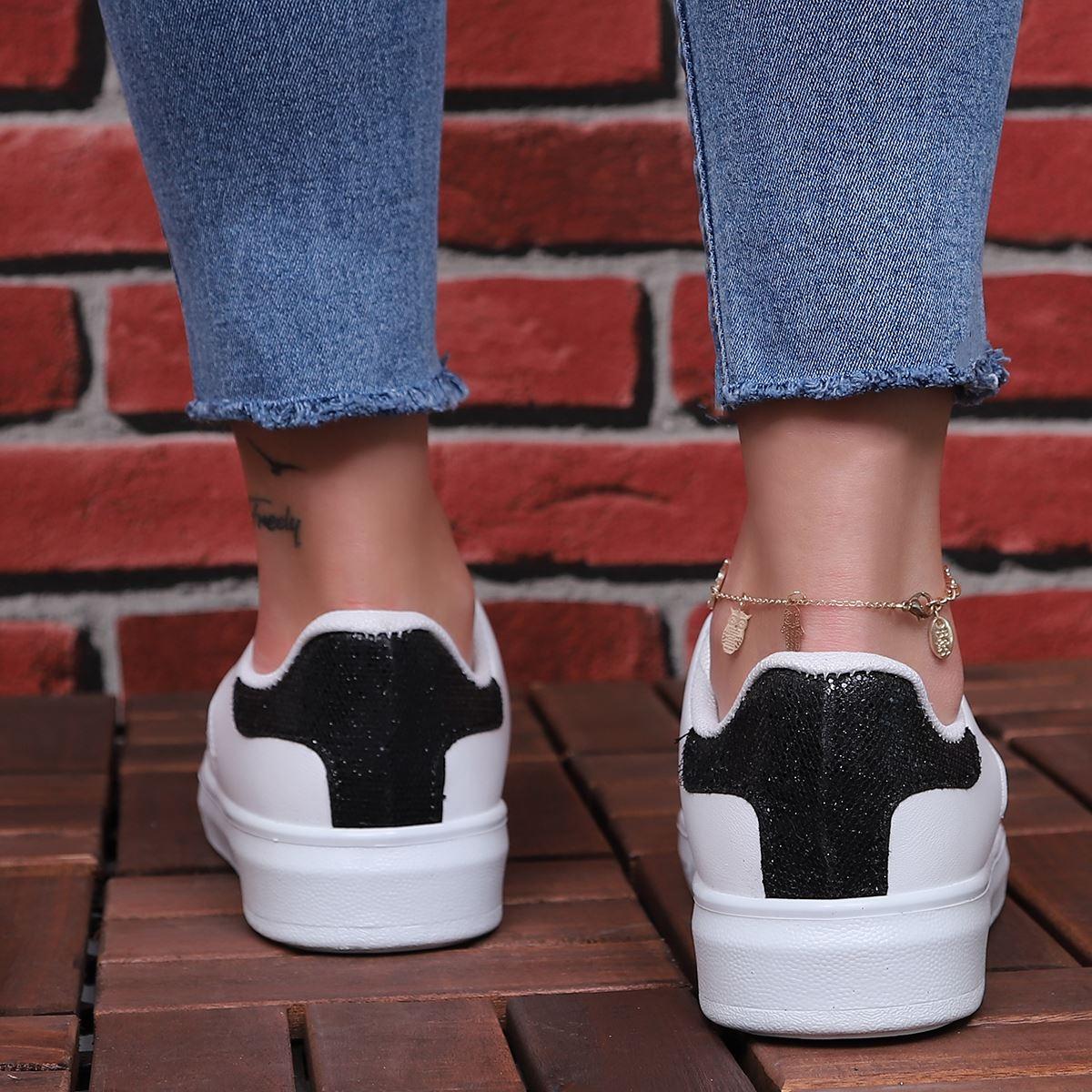 Beyaz Siyah Şeritli Spor Ayakkabı AYK175