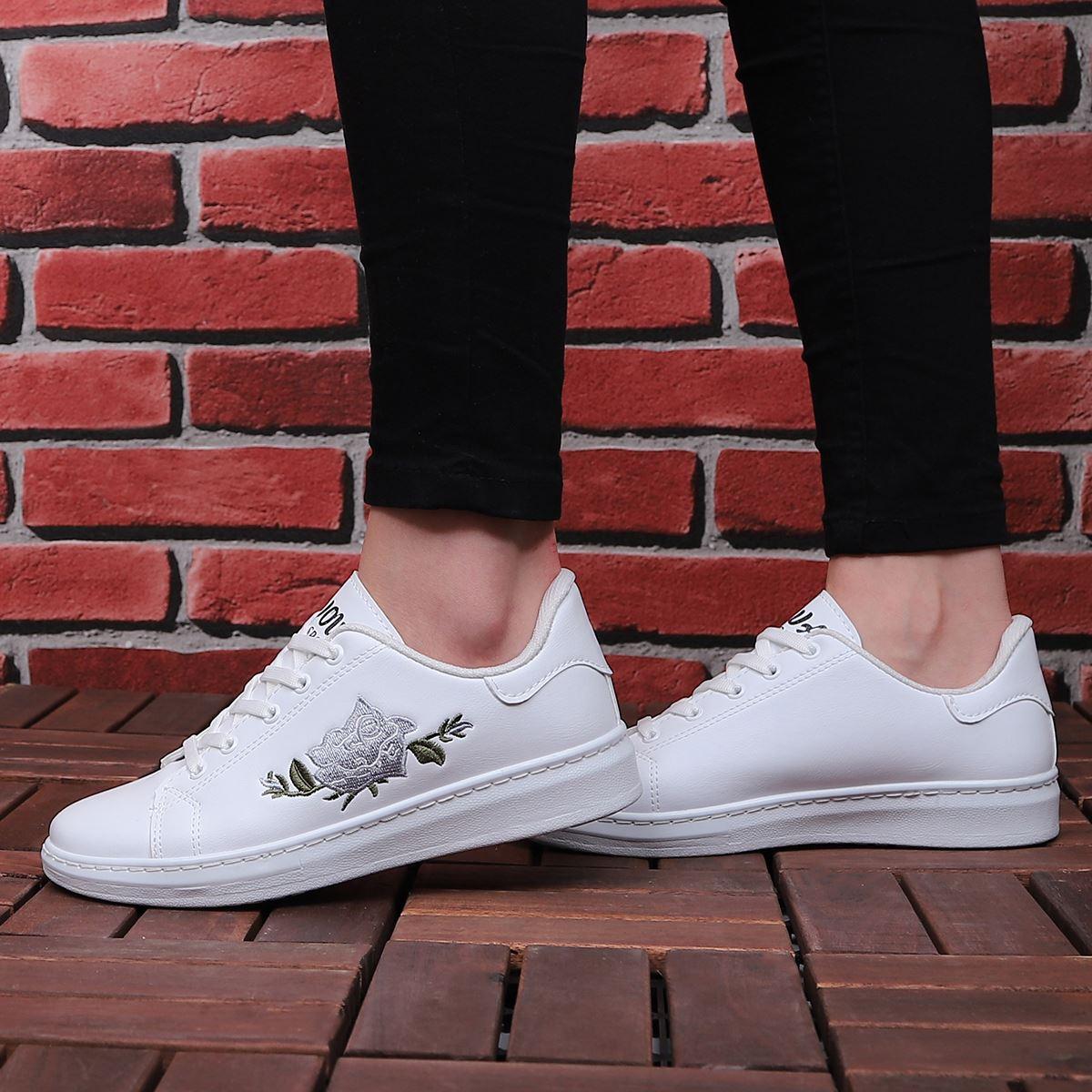 Beyaz Gri Nakışlı Spor Ayakkabı AYK003