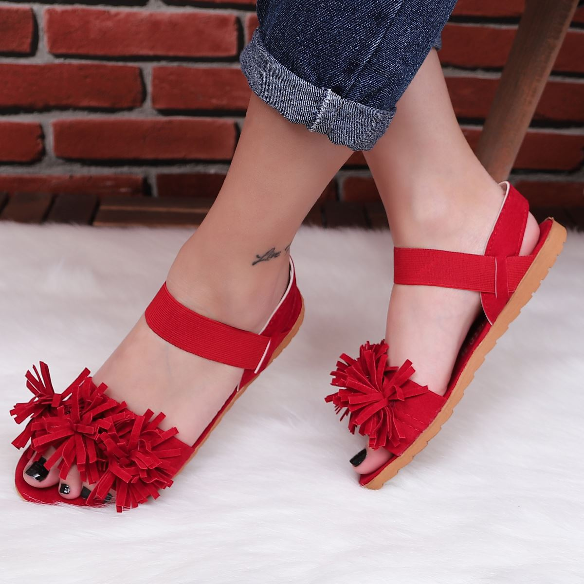 Kırmızı Püsküllü Sandalet SND046