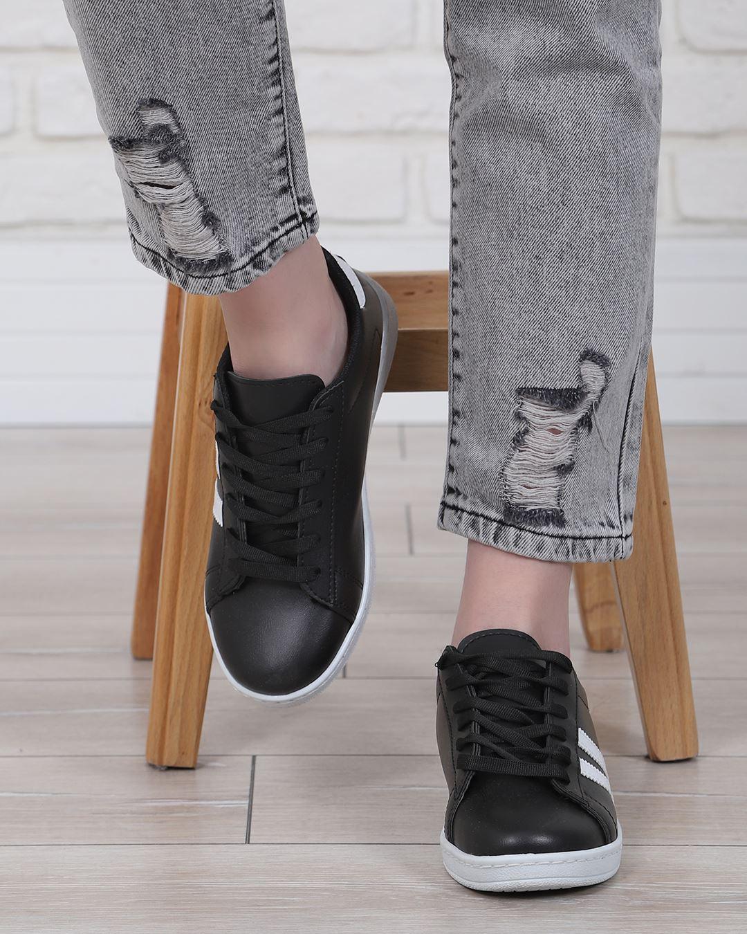 Siyah Tabanı Beyaz Şeritli Spor Ayakkabı AYK223