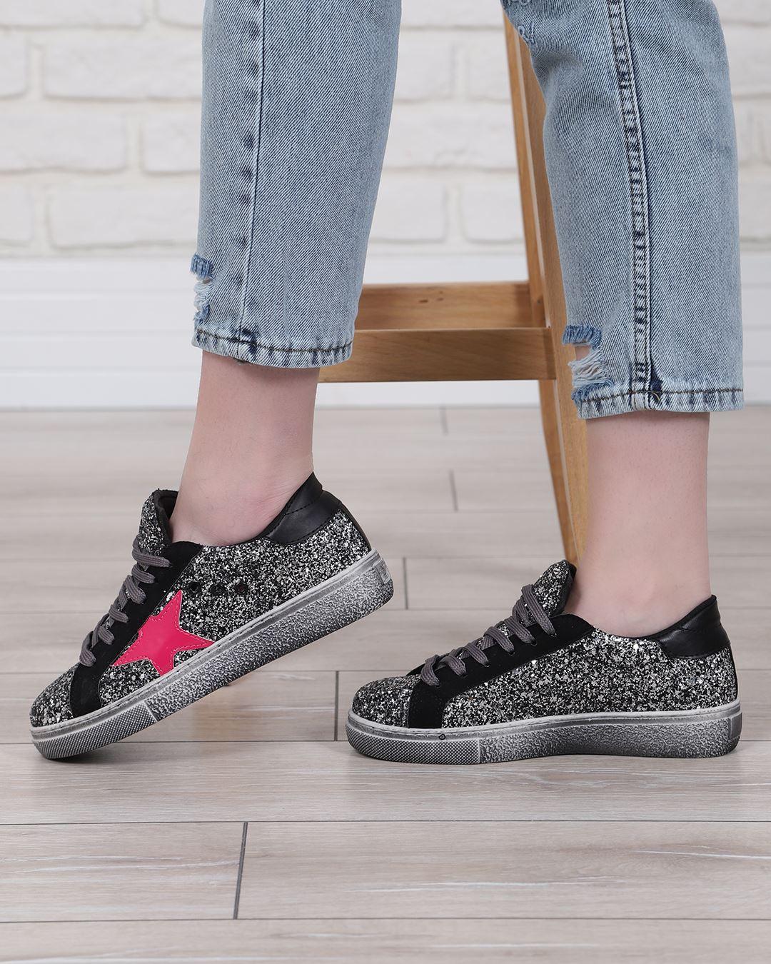Fuşya Yıldızlı Siyah Spor Ayakkabı AYK224