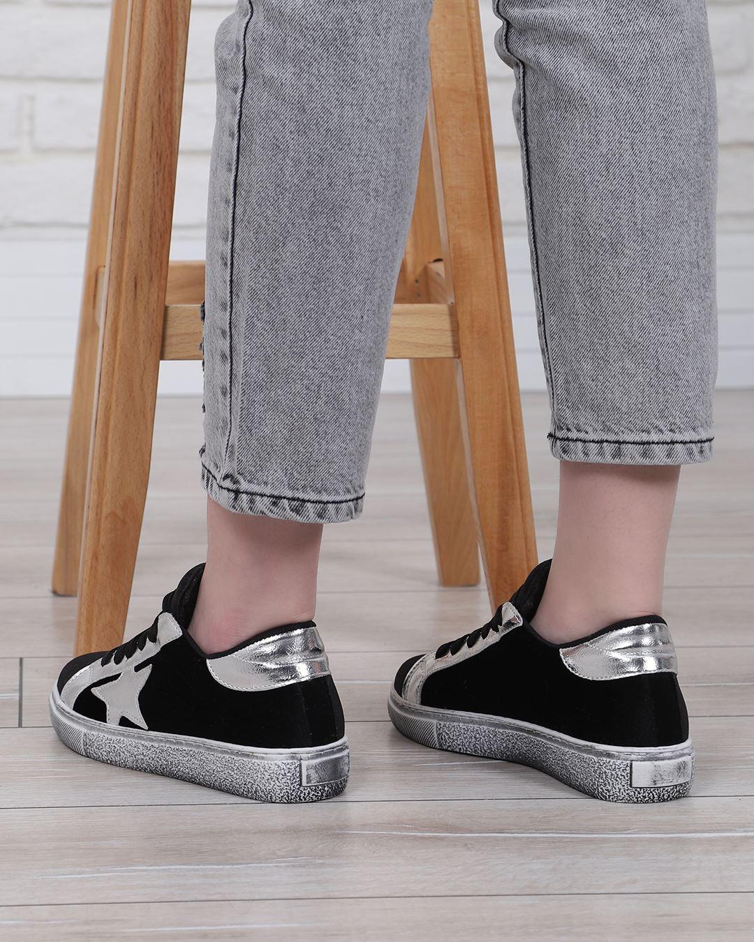 Gümüş Yıldızlı Siyah Spor Ayakkabı AYK230