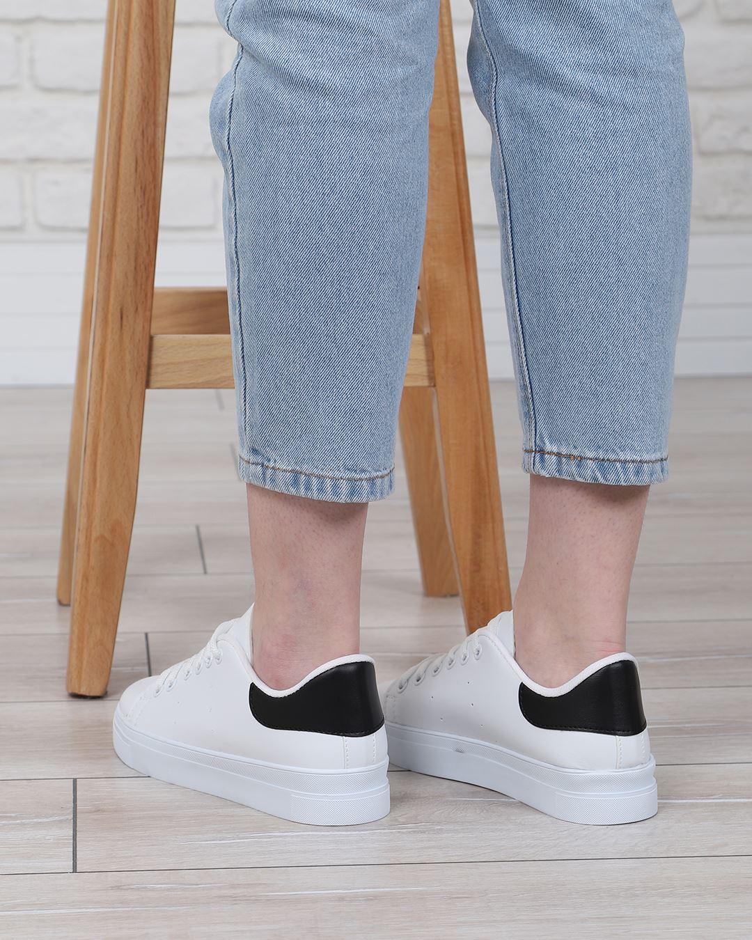 Beyaz Arkası Siyah Spor Ayakkabı AYK008