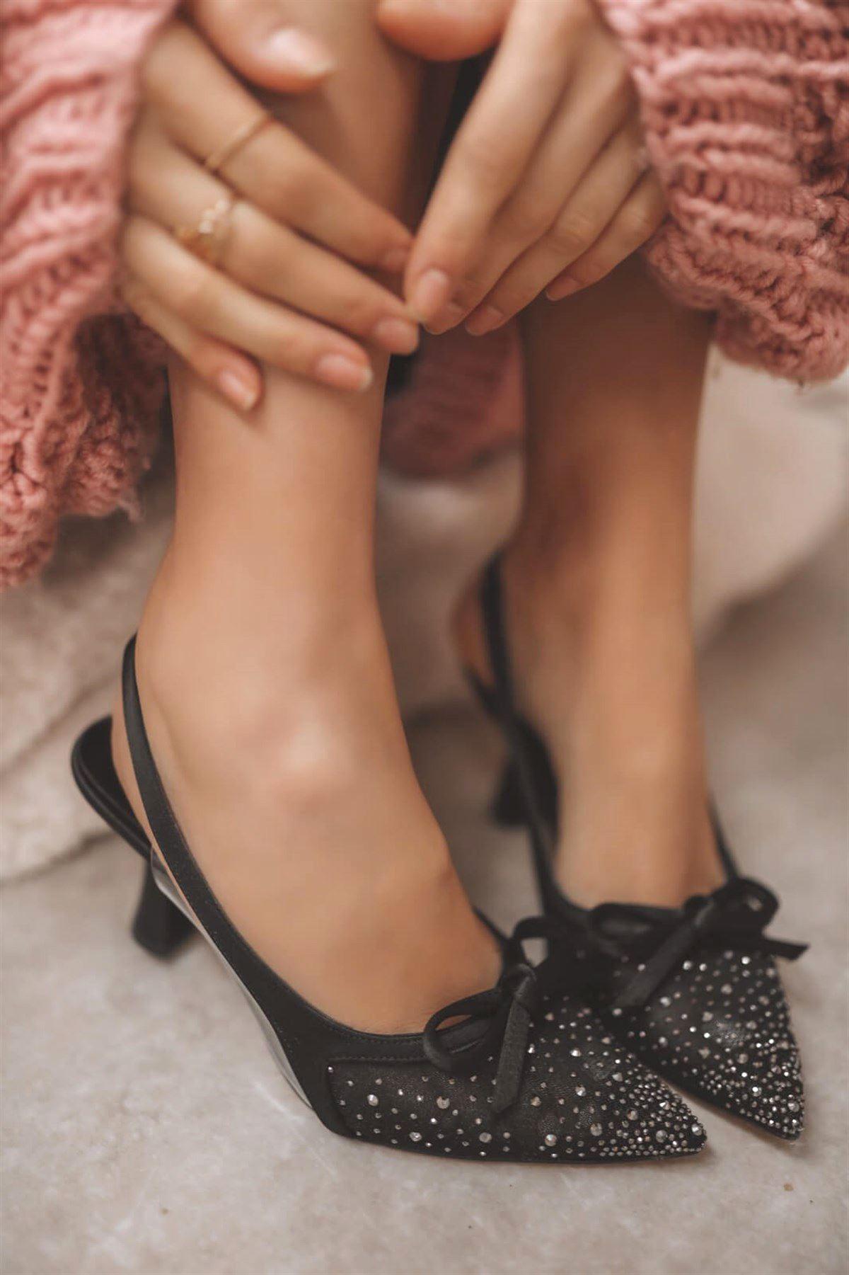Siyah Fiyonklu Topuklu Ayakkabı AYK250