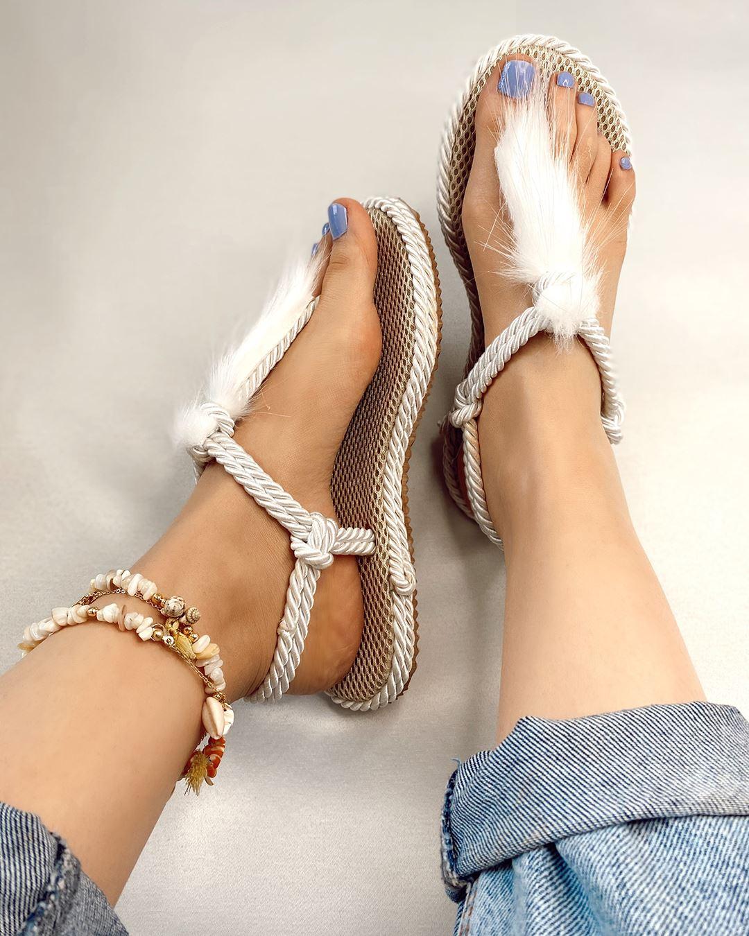 Beyaz Tüylü Halat Sandalet SND005