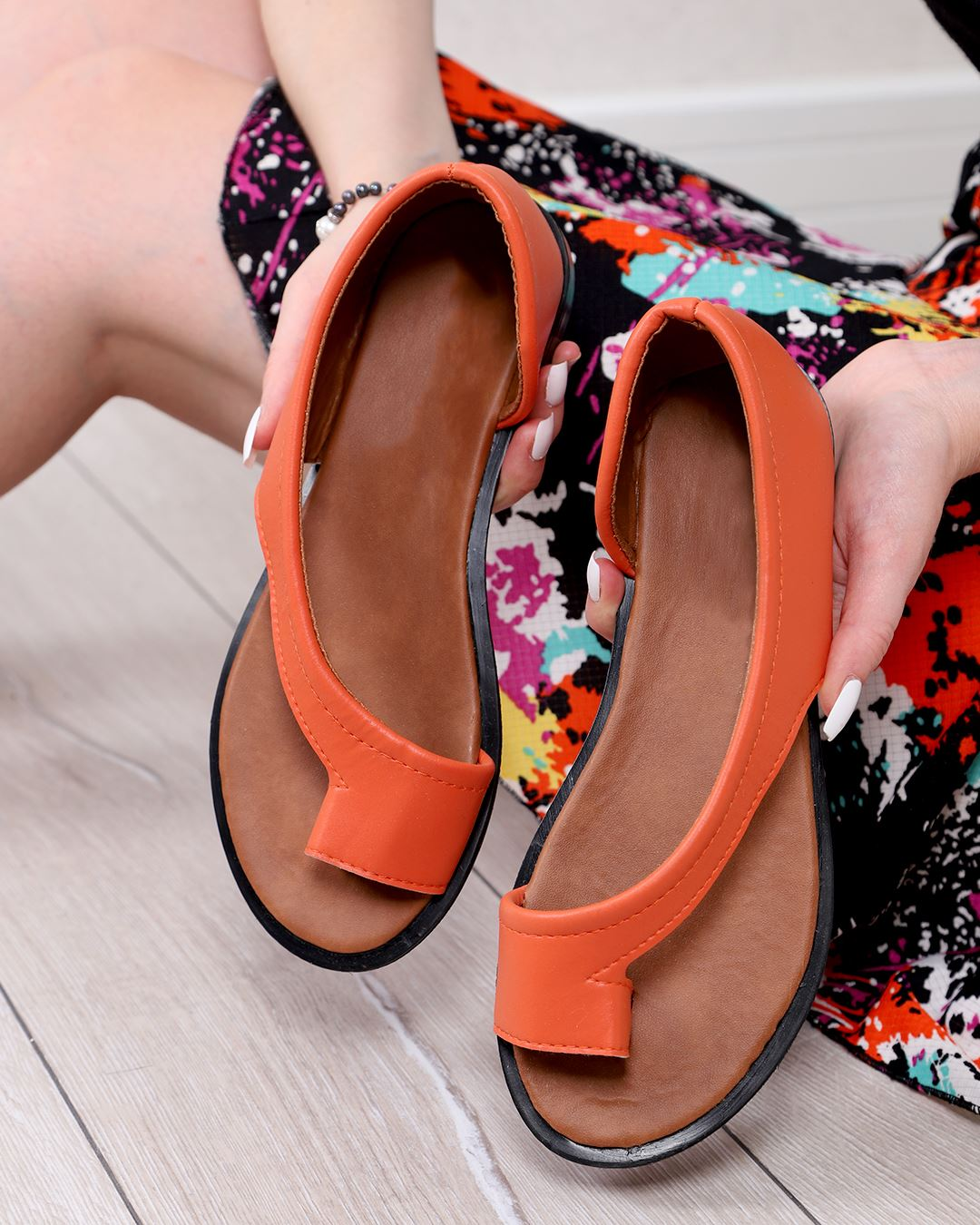 Oranj Parmak Arası Sandalet SND157